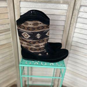 Minnetonka Embroidered Black Leather Boots 10